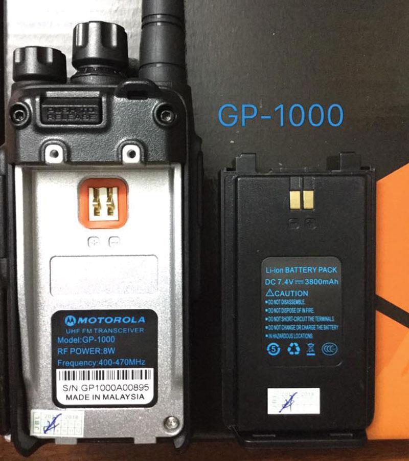 Thân máy và Pin bộ đàm GP-1000